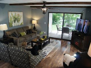 Fabulous New Condo Close To The Strip, 2 Pools, WIFI, Jetted Tub & More (C-5), Branson