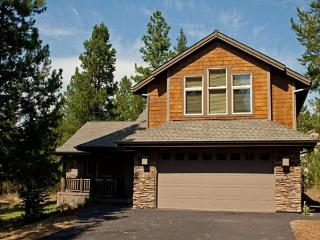 Custom-built home w/ hot tub & SHARC passes!, Sunriver