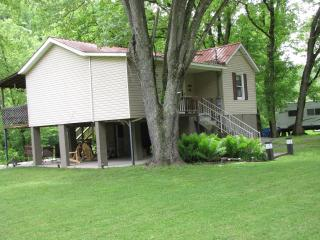 Hinton WV  2 bedroom cabin on Greenbrier River