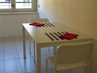 - l'Innominato - Appartamento con due camere, Lecco