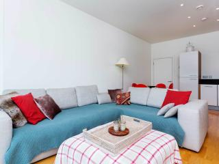 A light and modern apartment in Arsenal., London