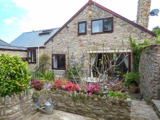 THE OLD BARN, character pet-friendly conversion, woodburner, WiFi, courtyard