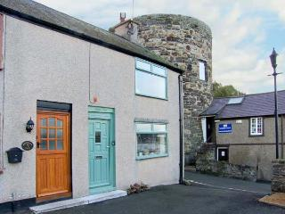 JASMIN COTTAGE, pet friendly, luxury holiday cottage, with a garden in Conwy, Re