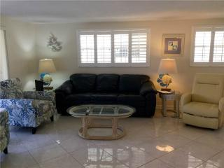 Newly remodeled 2BR on one of Fl finest beaches - Villa 18, Siesta Key