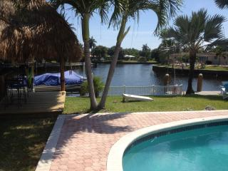 "Waterfront-Home ""Super Paradise""',Private &, Heated Pool,Tiki Bar, Palm-Garden, Oakland Park"