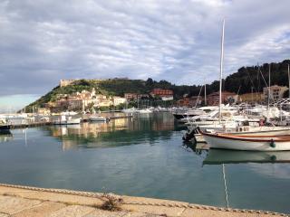 Monolocale ampio con splendida vista sul porto, Porto Ercole