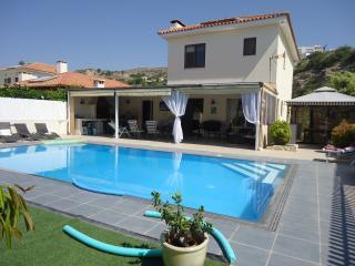 Superb, Pissouri Beach Villa, Private Pool & Car