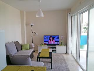 New, light, air/con, Wi-Fi, parking, pool