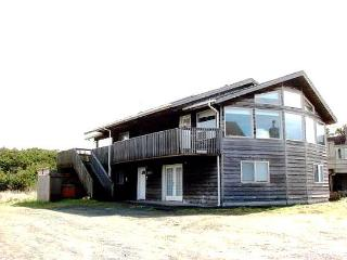 SITKA HOUSE~MCA#1354~This spacious hot tub house is just steps to the beach., Manzanita