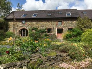 Elegant Garden Flat in picturesque sunny village., Gorey