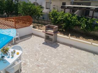 Villa Silvana a 100 metri dal mare con giardino