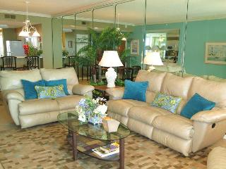 Gorgeous 2/2 Gulf Front Condo at The Pearl of Navarre!