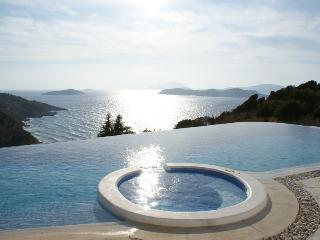 Celebrity villa 'Los Olivos' infinity pool under Kritina Castle - 7 island view