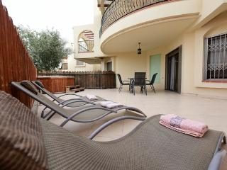 2-Bed Apart with Private Garden and Hot Tub