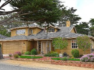 3718 Ocean Crest ~ Walk to the Beach & Golf Links! Gourmet Kitchen!, Pacific Grove