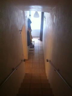 Montée d'escaliers pour accéder au 1er étage