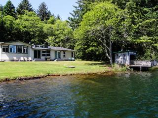 Spacious, waterfront, dog-friendly home w/ dock & private hot tub, Florence
