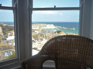Sit in the bay window and enjoy the views of the harbour. bay, and town views.