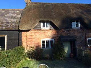 Romantic thatched cottage in Wiltshire, Marlborough