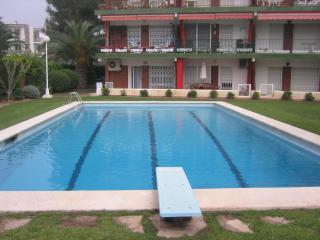 Sitges apartamento con piscina y junto al mar