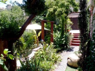 T2 meublé en  rez de jardinavec  entrée privative, Marseille