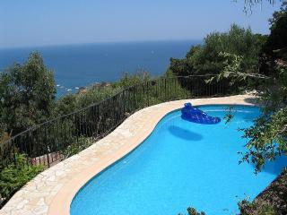 Villa with private pool and stunning sea views
