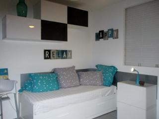 Salon (canapé lit modulable d'une à deux personnes)