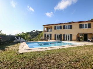Villa 250m2 standing avec piscine proche Cannes