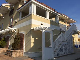 Beautiful, new condo 1 block & steps to  beach!!!, Ocean City