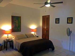 Spacious Studio w/Full Kitchen Close to Beach, Puerto Morelos
