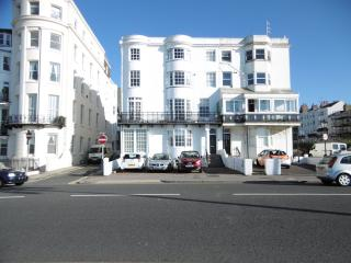 Luxury Seafront 1 bed Apt. sleeps 4 with 2* Parking bays (*see notes on parking)