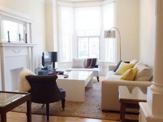 Charming Short Term Apartment In Mile End/plateau, Montreal