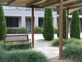 Grevillea Gardens Apartments, Bright