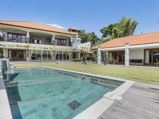 Villa Yenian - Luxury and Tranquility, Canggu
