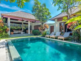 Gorgeous 3 Bedroom Villa Close to Beach, Legian