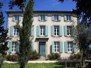 La Maison - A Large villa rental in the South of France, heated pool and hot tub