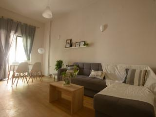 chic and cheap city apartment, Heraklion