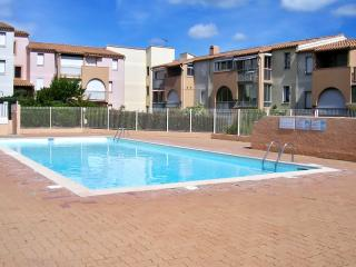 Sunny apartment with balcony and pool, Cap-d'Agde