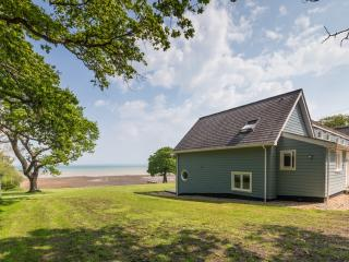 House On The Beach located in Fishbourne, Isle Of Wight