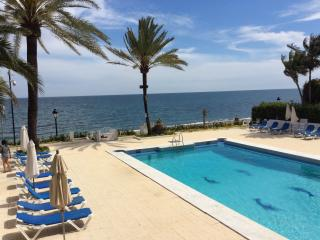 First line beach townhouse , 5 min fr puerto banus, Nueva Andalucia