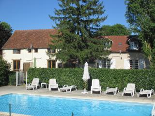 Vin Rouge, three bedroomed cottage with pool