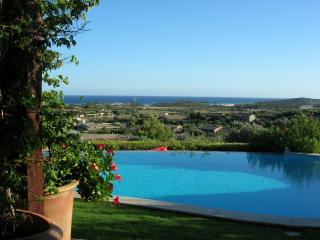VILLA CHIA with wonderful views, Chia