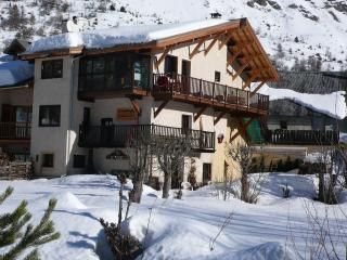 BEAUTIFUL LARGE FLAT WITH GARDEN 4/6 PEOPLE, Le Monetier-les-Bains