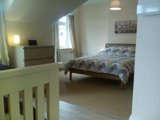 Stones Throw Lyme Regis Sleeps 8, close to beach..