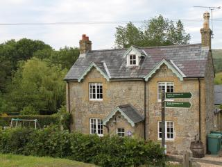 Manor Farm Cottage  - Child Friendly Luxury Home, Wroxall