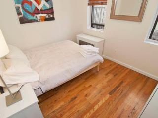 Homey SoHo Apartment With 2 Bedrooms and 1 Bathroom - Fully Equipped Ktchen, New York