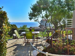 Cute holiday home for 4 people, 70m from beach, Kozino