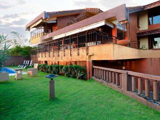 OceanView Pool Villa in Candolim, 4 Bed - Skyhigh