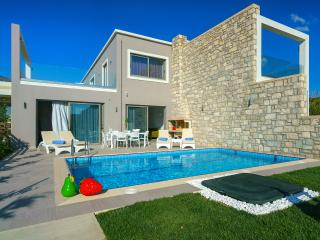 Beachfront pool villa Iakinthos in South Crete!