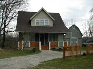 bungalow downtown dixboro 5 min from kerrytown, Ann Arbor
